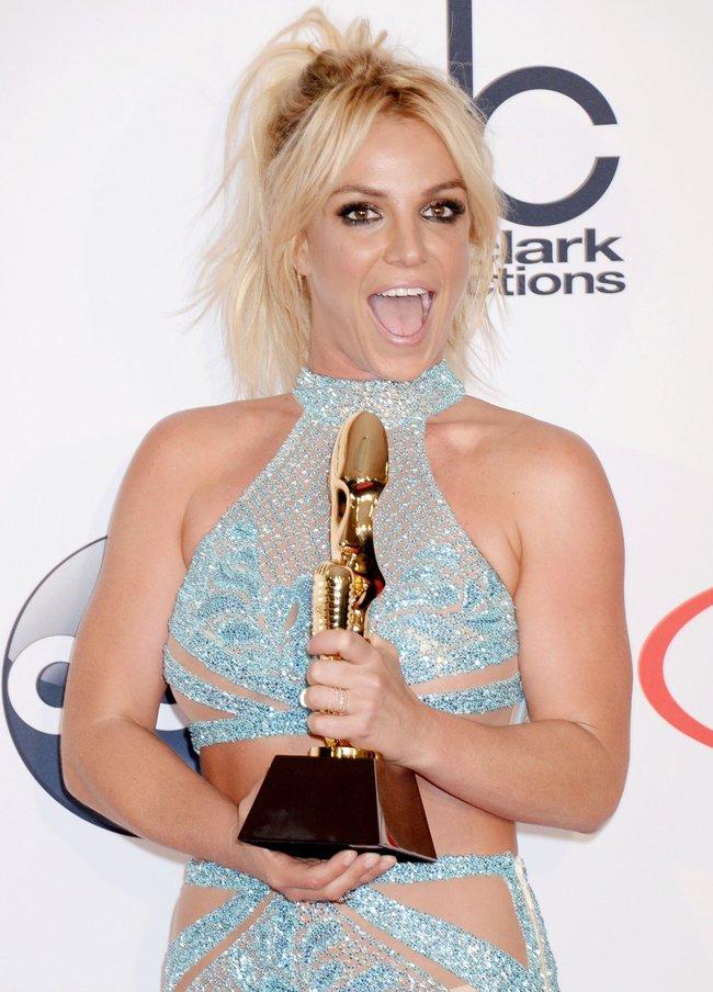 Бритни Спирс и морщины радости на «2016 Billboard Music Awards» в Лас-Вегасе: britney-spears-41_Starbeat.ru
