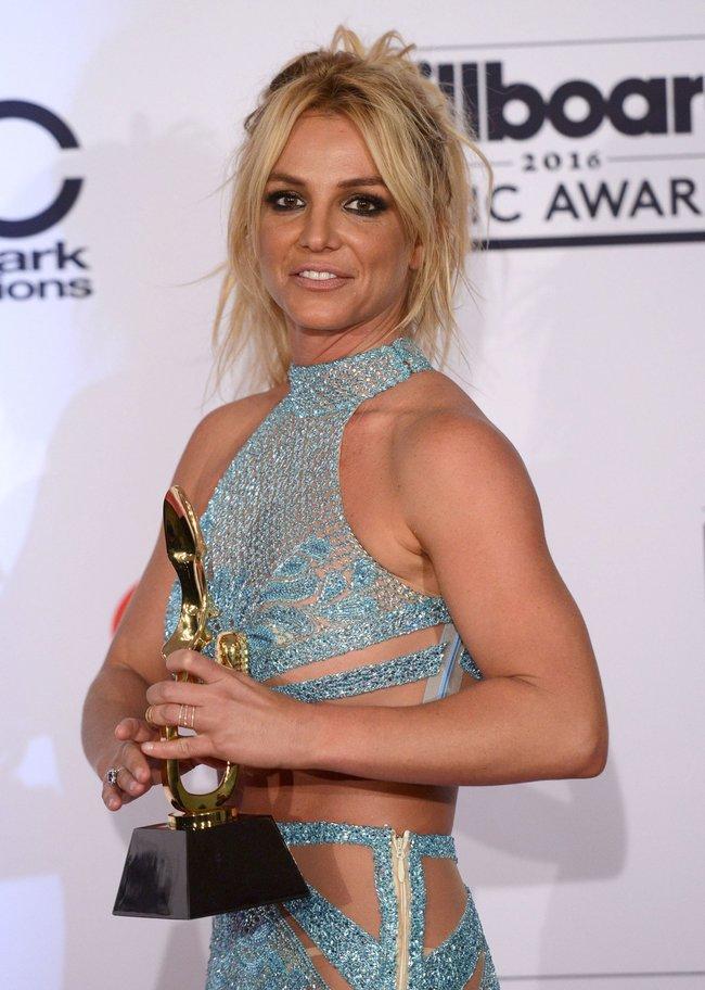 Бритни Спирс и морщины радости на «2016 Billboard Music Awards» в Лас-Вегасе: britney-spears-5_Starbeat.ru
