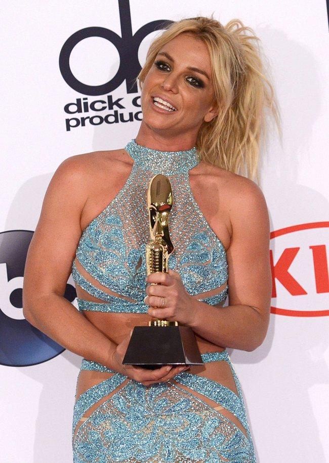 Бритни Спирс и морщины радости на «2016 Billboard Music Awards» в Лас-Вегасе: britney-spears-7_Starbeat.ru