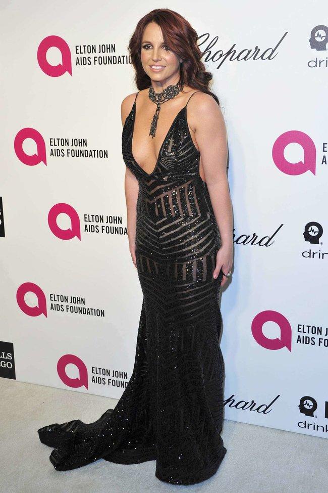 Бритни Спирс на вечере Элтона Джона «Elton John AIDS Foundation Academy Awards»: britney-spears-2013-elton-john-aids-foundation-academy-awards-party--01_Starbeat.ru
