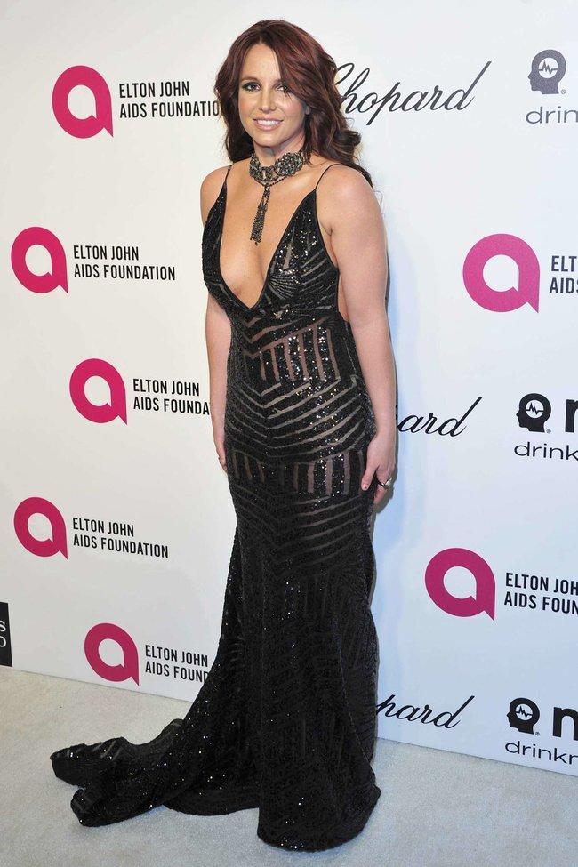 Бритни Спирс на вечере Элтона Джона «Elton John AIDS Foundation Academy Awards»: britney-spears-2013-elton-john-aids-foundation-academy-awards-party--06_Starbeat.ru