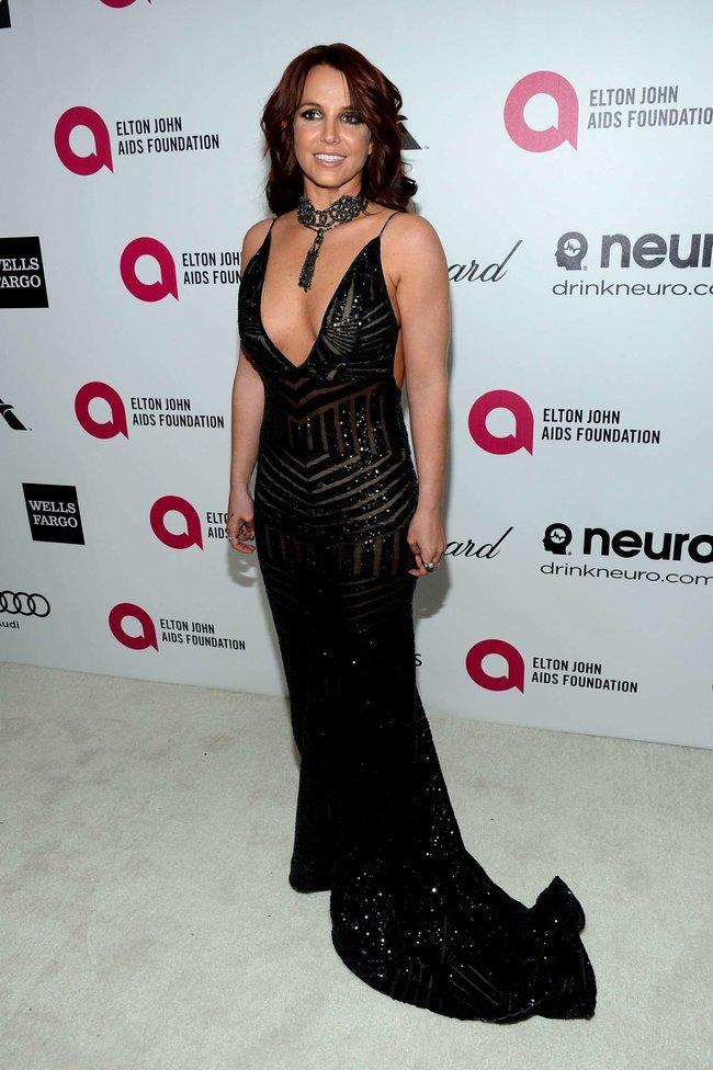 Бритни Спирс на вечере Элтона Джона «Elton John AIDS Foundation Academy Awards»: britney-spears-2013-elton-john-aids-foundation-academy-awards-party--07_Starbeat.ru