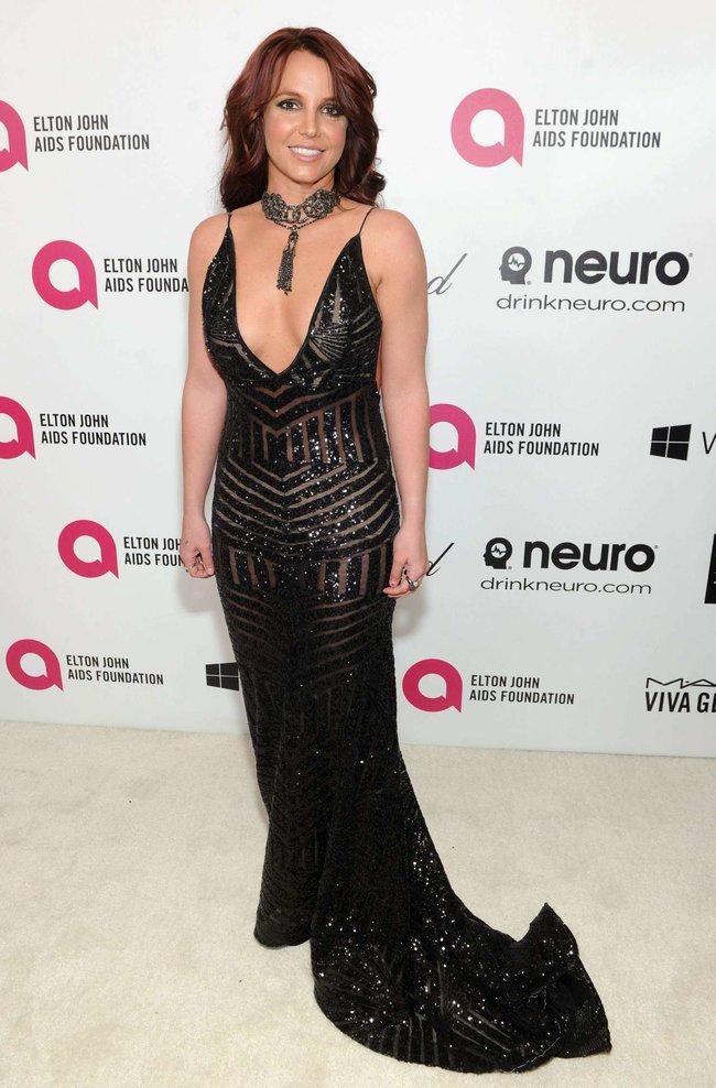 Бритни Спирс на вечере Элтона Джона «Elton John AIDS Foundation Academy Awards»: britney-spears-2013-elton-john-aids-foundation-academy-awards-party--08_Starbeat.ru