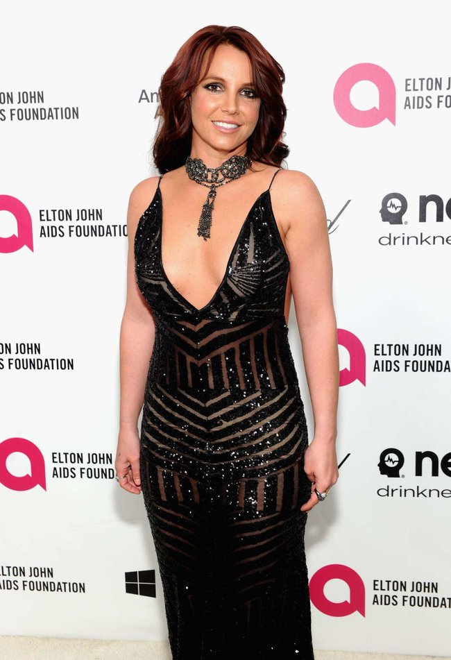 Бритни Спирс на вечере Элтона Джона «Elton John AIDS Foundation Academy Awards»: britney-spears-2013-elton-john-aids-foundation-academy-awards-party--09_Starbeat.ru