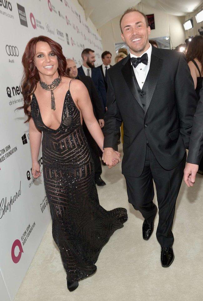 Бритни Спирс на вечере Элтона Джона «Elton John AIDS Foundation Academy Awards»: britney-spears-2013-elton-john-aids-foundation-academy-awards-party--10_Starbeat.ru