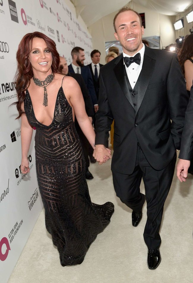 Бритни Спирс на вечере Элтона Джона «Elton John AIDS Foundation Academy Awards»: britney-spears-2013-elton-john-aids-foundation-academy-awards-party--13_Starbeat.ru
