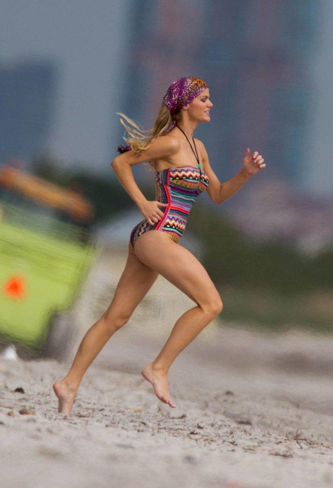 Бруклин Деккер в Майами: съемки фотосессии на пляже: brooklyn-decker-20_Starbeat.ru
