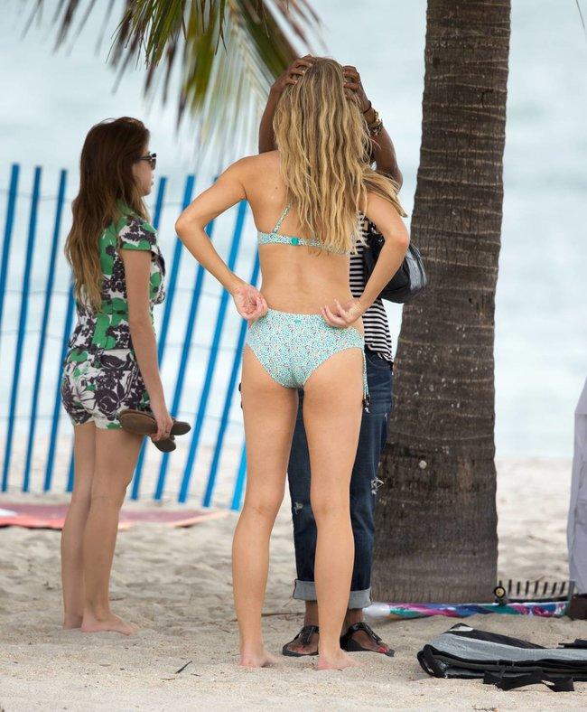 Бруклин Деккер в Майами: съемки фотосессии на пляже: brooklyn-decker-24_Starbeat.ru