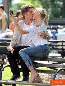 Поцелуи на съемочной площадке: Камерон Диас и Николай Костер-Вальдау: cameron-diaz-nikolaj-coster-waldau-lock-lips-on-set-01_Starbeat.ru