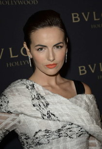Камилла Белль на светском рауте «Decades of Glamour» от «Bulgari»: camilla-belle-decades-of-glamour-event--01_Starbeat.ru