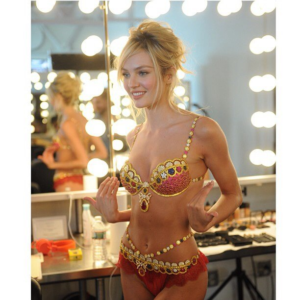 Кэндис Свейнпол на съемках бикини «Fantasy Bra» от «Victoria's Secret»: candice-swanepoel-10-million-fantasy-bra-behind-scenes-05_Starbeat.ru