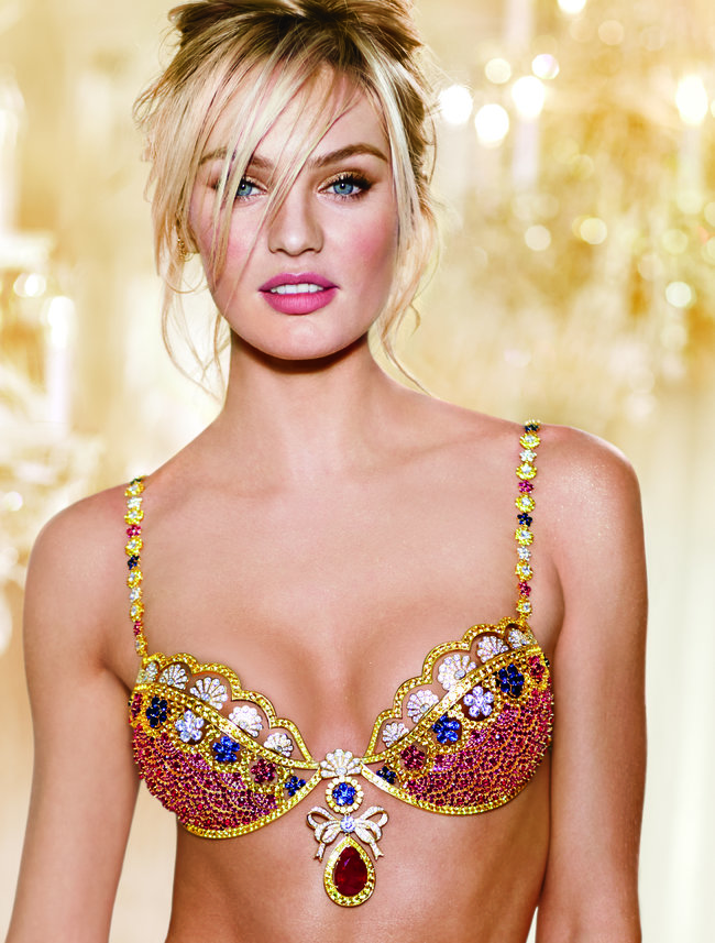 Кэндис Свейнпол на съемках бикини «Fantasy Bra» от «Victoria's Secret»: candice-swanepoel-10-million-fantasy-bra-behind-scenes-01_Starbeat.ru