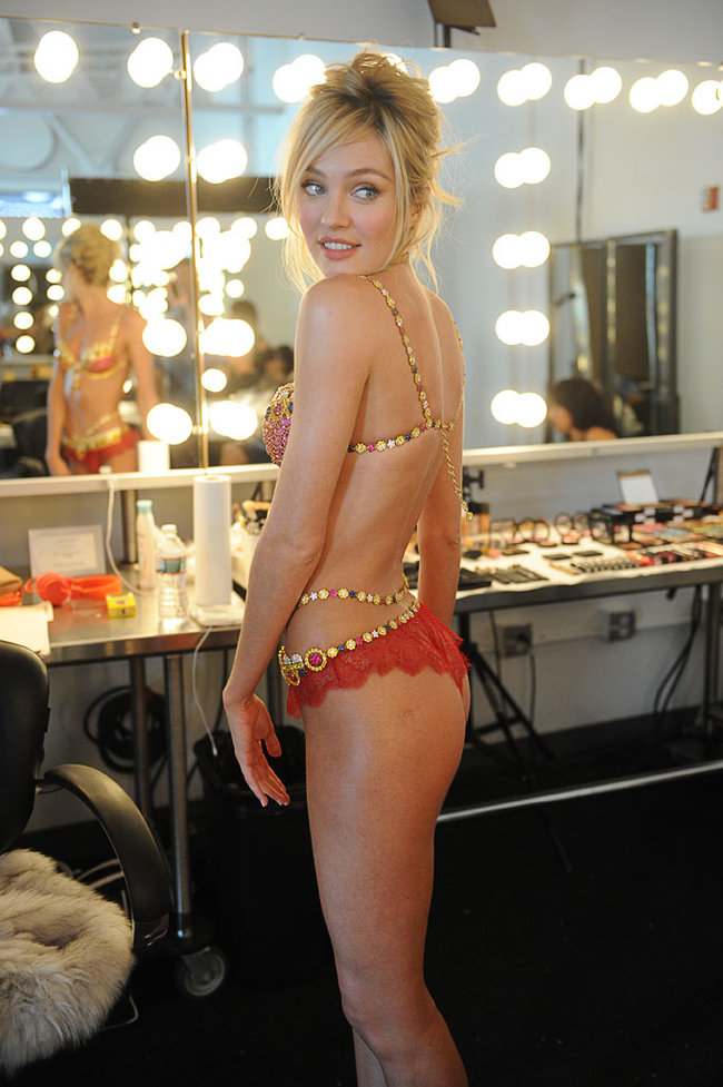 Кэндис Свейнпол на съемках бикини «Fantasy Bra» от «Victoria's Secret»: candice-swanepoel-10-million-fantasy-bra-behind-scenes-02_Starbeat.ru