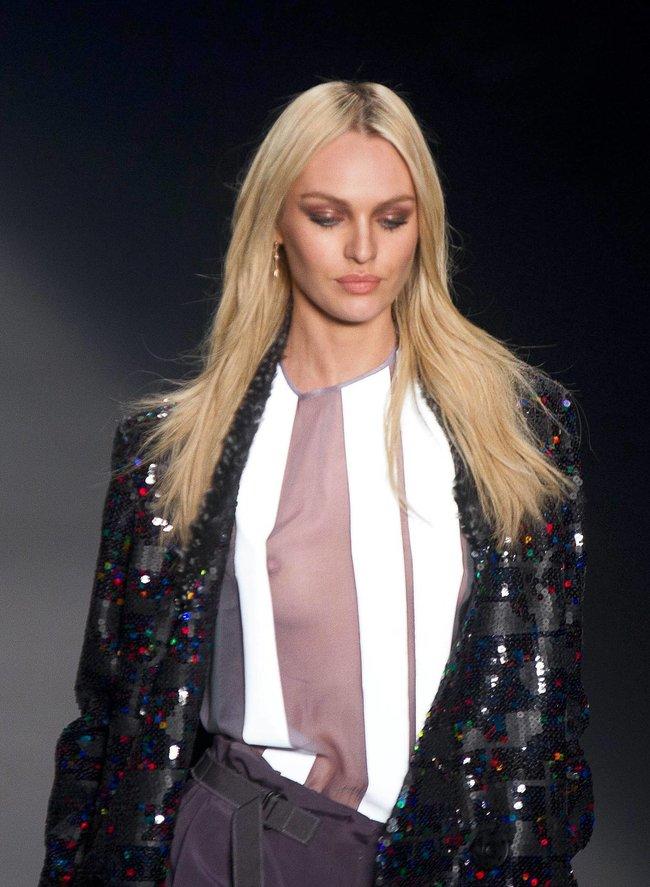 Модный показ «Forum» в Сан-Паулу с Кэндис Свейнпол: candice-swanepoel-145_Starbeat.ru