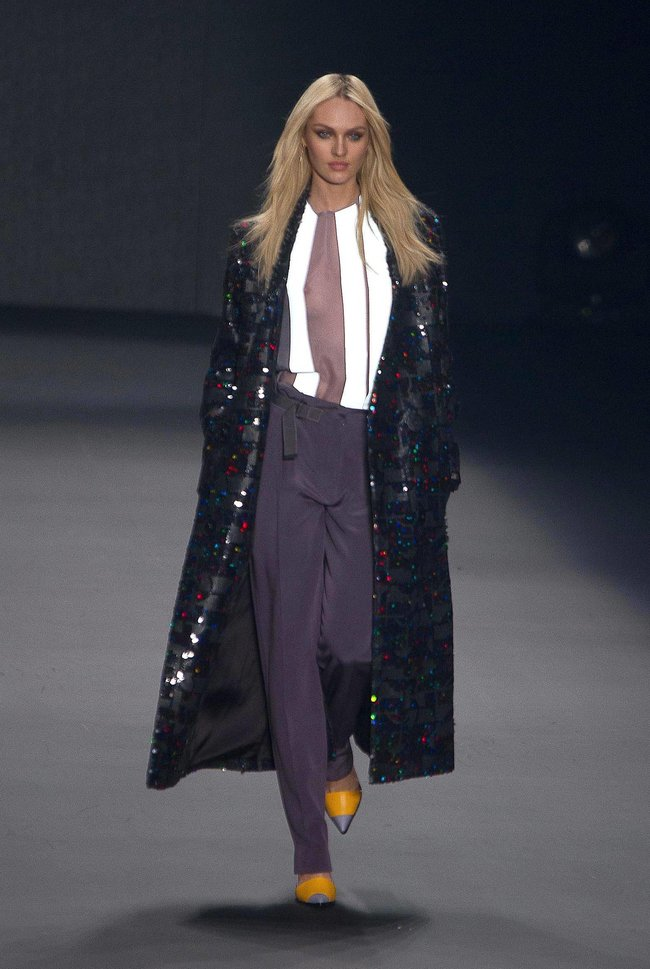 Модный показ «Forum» в Сан-Паулу с Кэндис Свейнпол: candice-swanepoel-166_Starbeat.ru