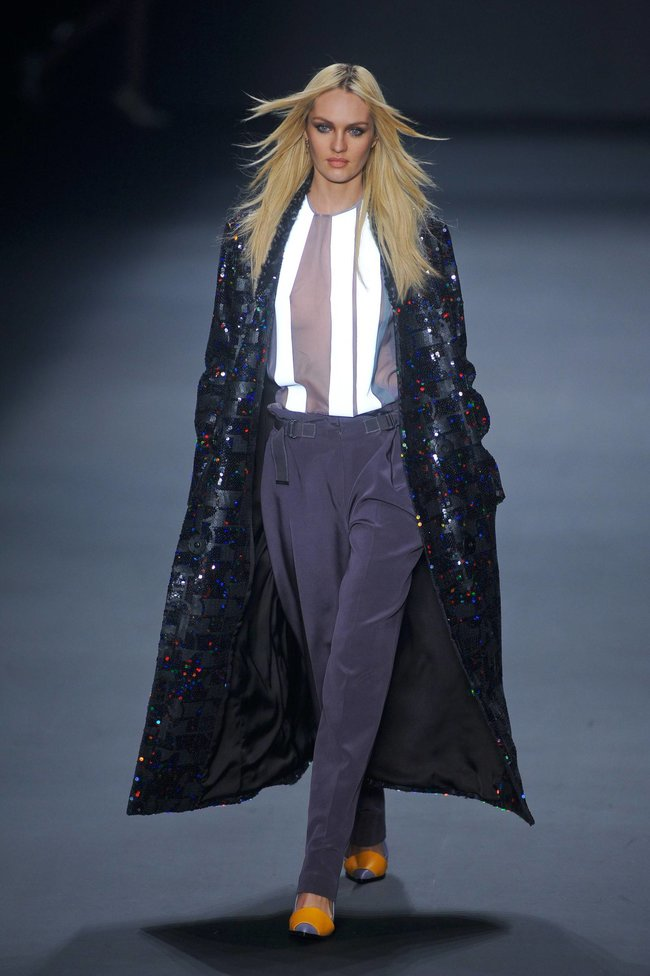 Модный показ «Forum» в Сан-Паулу с Кэндис Свейнпол: candice-swanepoel-185_Starbeat.ru