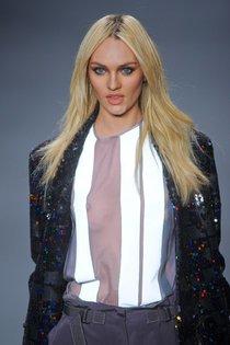 Модный показ «Forum» в Сан-Паулу с Кэндис Свейнпол: candice-swanepoel-125_Starbeat.ru