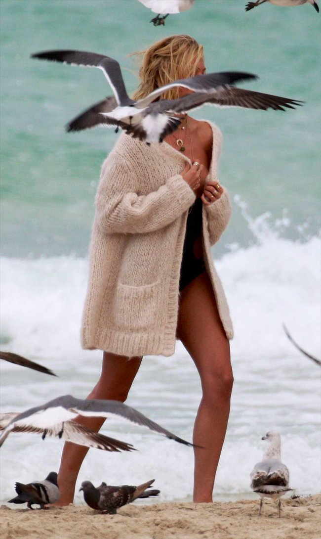 Кэндис Свейнпол: съемки для «Victoria's Secret» в Майами: candice-swanepoel-513_Starbeat.ru