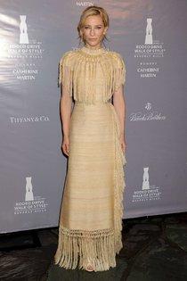 Кейт Бланшетт в Лос-Анджелесе на Родео-Драйв: вечеринка «Walk of Style»: cate-blanchett-rodeo-drive-walk-of-style-2014--01_Starbeat.ru