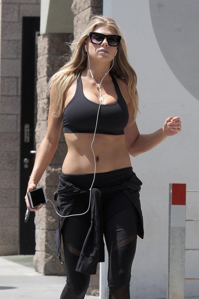 Шарлотт Мак-Кинни потряхивает бубсами в Лос-Анджелесе: charlotte-mckinney-20-1_Starbeat.ru