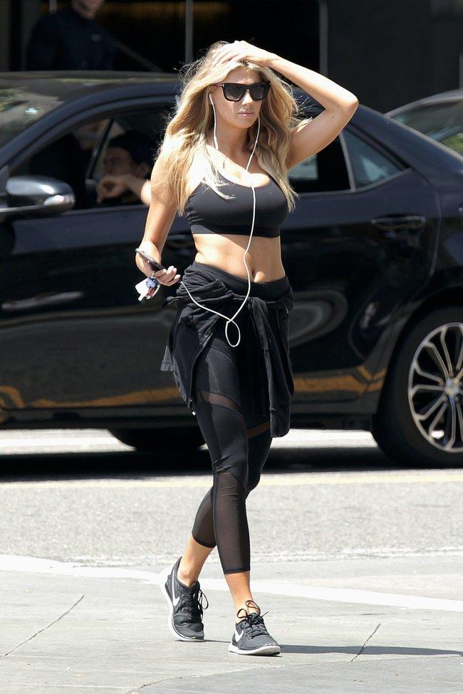 Шарлотт Мак-Кинни потряхивает бубсами в Лос-Анджелесе: charlotte-mckinney-9-2_Starbeat.ru