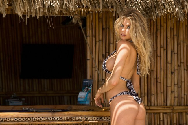 Шарлотт Мак-Кинни: фотки со столбом: charlotte-mckinney-10-3_Starbeat.ru