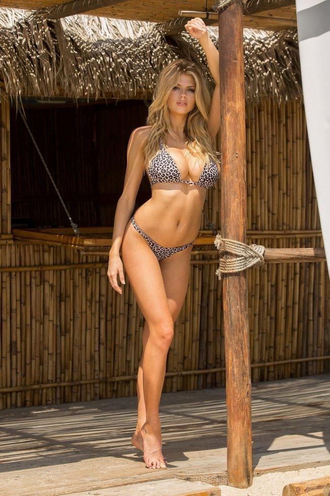 Шарлотт Мак-Кинни: фотки со столбом: charlotte-mckinney-4-3_Starbeat.ru