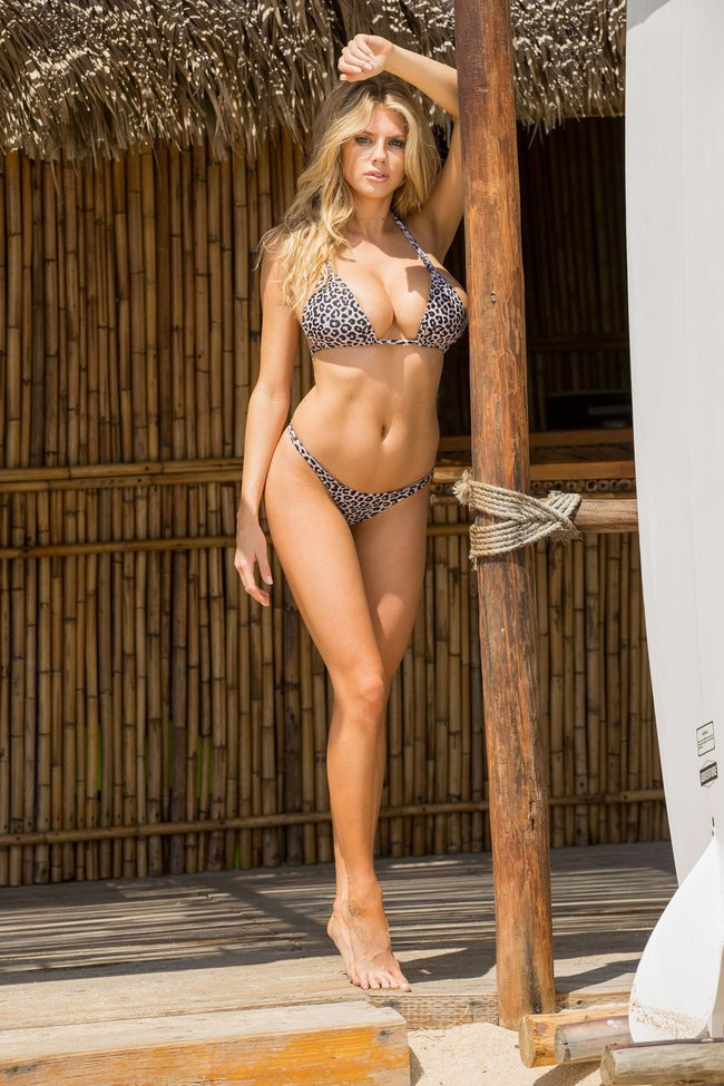 Шарлотт Мак-Кинни: фотки со столбом: charlotte-mckinney-5-3_Starbeat.ru