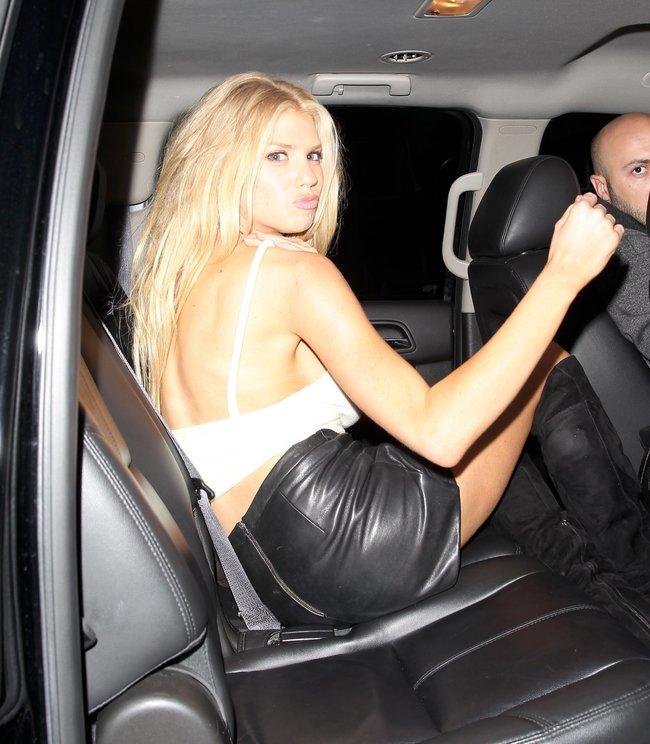 Папарацци заглянули под юбку Шарлотт Мак-Кинни в Лос-Анджелесе: charlotte-mckinney-13-2_Starbeat.ru