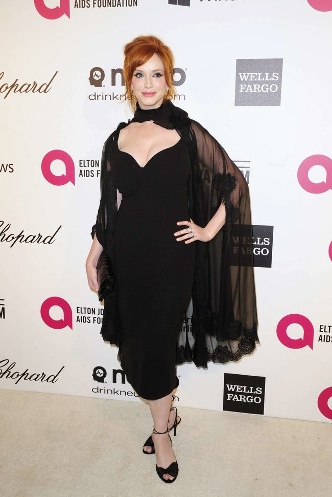 Кристина Хендрикс: благотворительный вечер «Elton John AIDS Foundation»: christina-hendricks-2013-elton-john-aids-foundation-academy-awards-party--01_Starbeat.ru