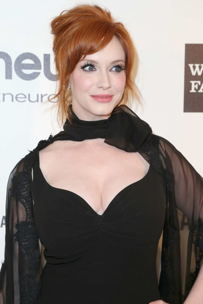 Кристина Хендрикс: благотворительный вечер «Elton John AIDS Foundation»: christina-hendricks-2013-elton-john-aids-foundation-academy-awards-party--02_Starbeat.ru