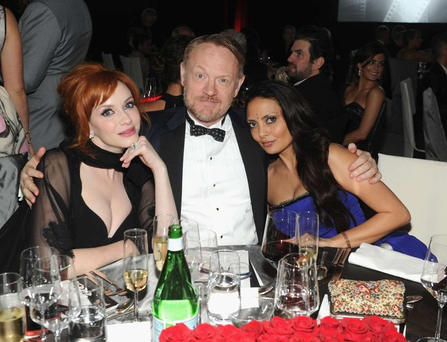 Кристина Хендрикс: благотворительный вечер «Elton John AIDS Foundation»: christina-hendricks-2013-elton-john-aids-foundation-academy-awards-party--03_Starbeat.ru