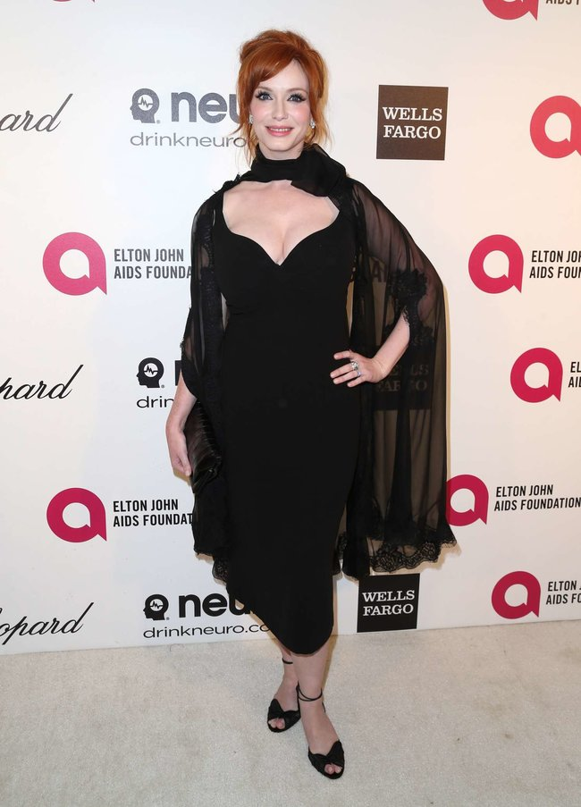 Кристина Хендрикс: благотворительный вечер «Elton John AIDS Foundation»: christina-hendricks-2013-elton-john-aids-foundation-academy-awards-party--06_Starbeat.ru