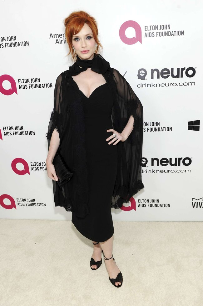 Кристина Хендрикс: благотворительный вечер «Elton John AIDS Foundation»: christina-hendricks-2013-elton-john-aids-foundation-academy-awards-party--07_Starbeat.ru