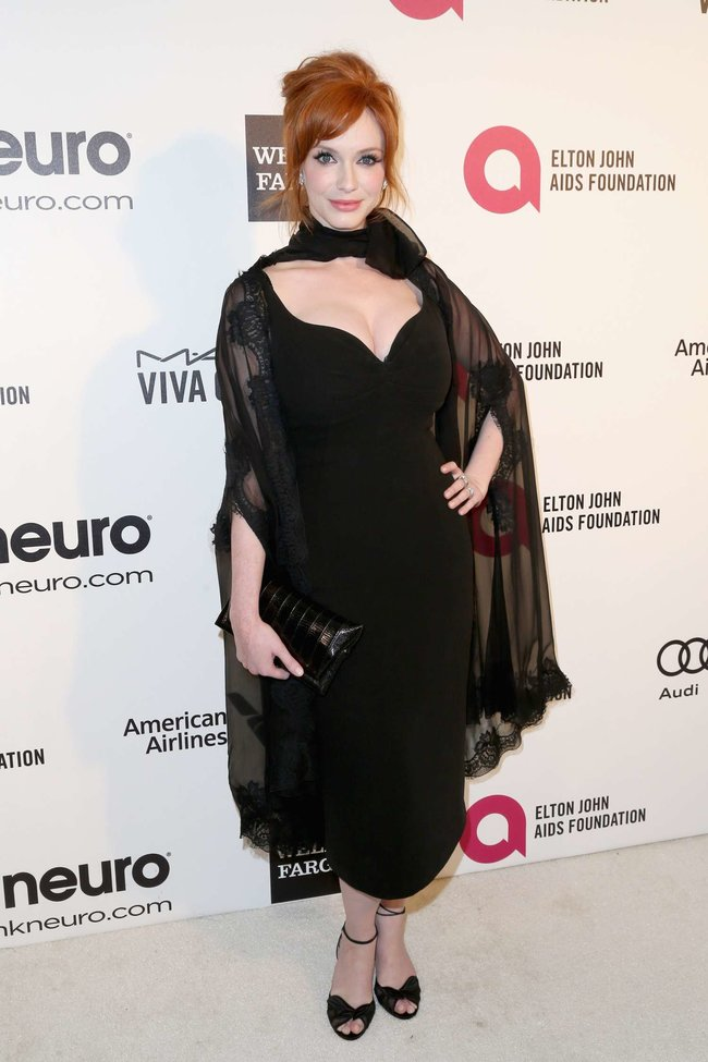 Кристина Хендрикс: благотворительный вечер «Elton John AIDS Foundation»: christina-hendricks-2013-elton-john-aids-foundation-academy-awards-party--08_Starbeat.ru