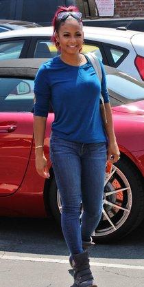 Кристина Милиан прибыла на репетицию передачи «Танцы со звездами» в Лос-Анджелесе: christina-milian-tight-jeans-candids-at-dwts-rehersal-in-los-angeles--01_Starbeat.ru