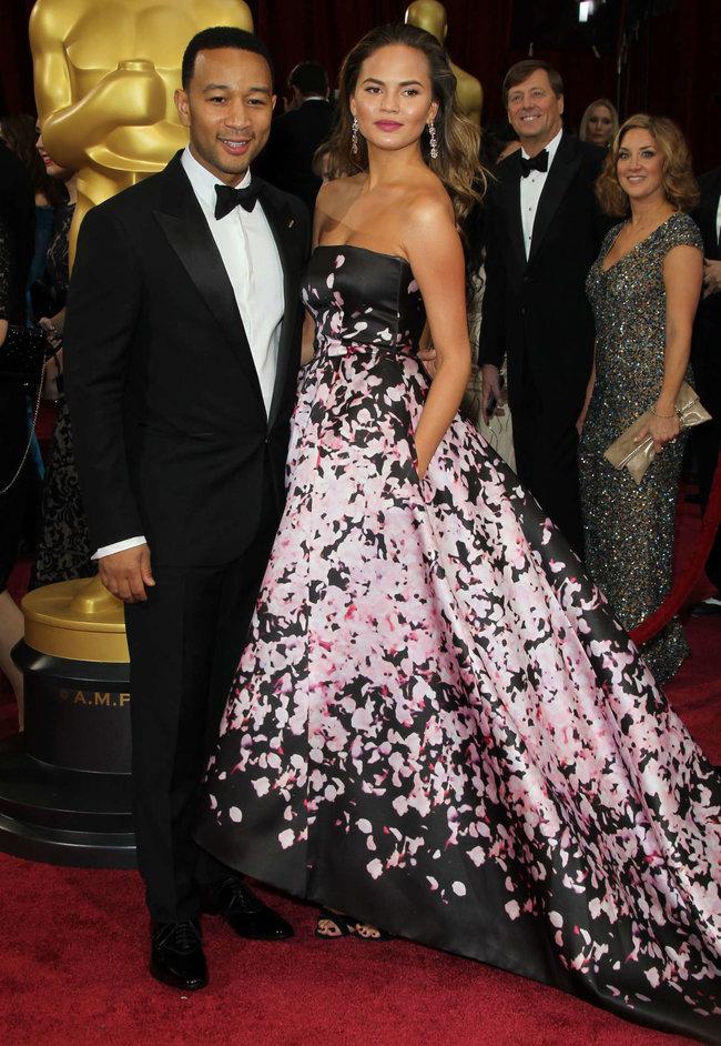 Кристин Тейген с мужем на главной кинопремии года: «Оскар 2014»: oscar-2014-christine-teigen--06_Starbeat.ru