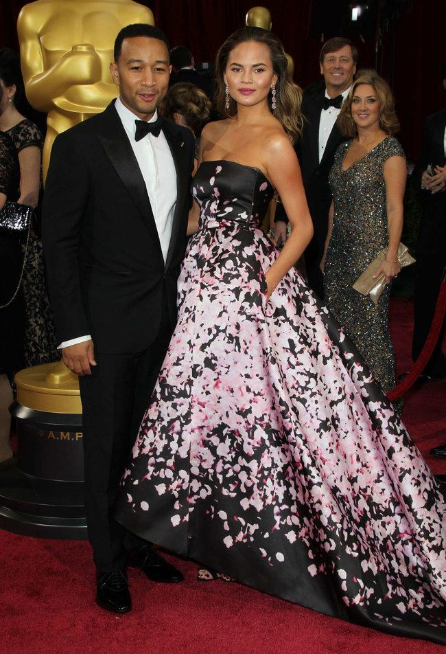 Кристин Тейген с мужем на главной кинопремии года: «Оскар 2014»: oscar-2014-christine-teigen--07_Starbeat.ru