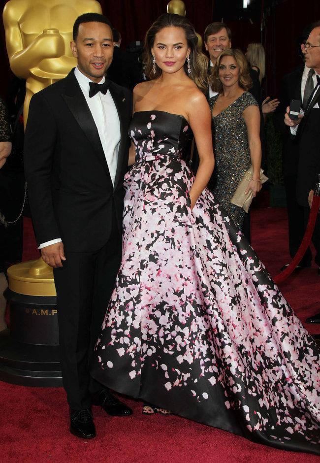 Кристин Тейген с мужем на главной кинопремии года: «Оскар 2014»: oscar-2014-christine-teigen--09_Starbeat.ru