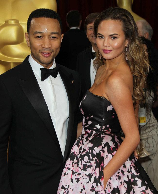 Кристин Тейген с мужем на главной кинопремии года: «Оскар 2014»: oscar-2014-christine-teigen--10_Starbeat.ru