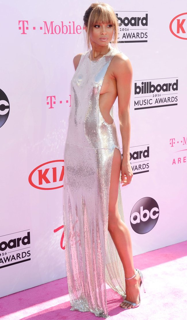 Сиара пытается выдавить улыбку, но ничего не выходит: «2016 Billboard Music Awards» в Лас-Вегасе: ciara-13_Starbeat.ru