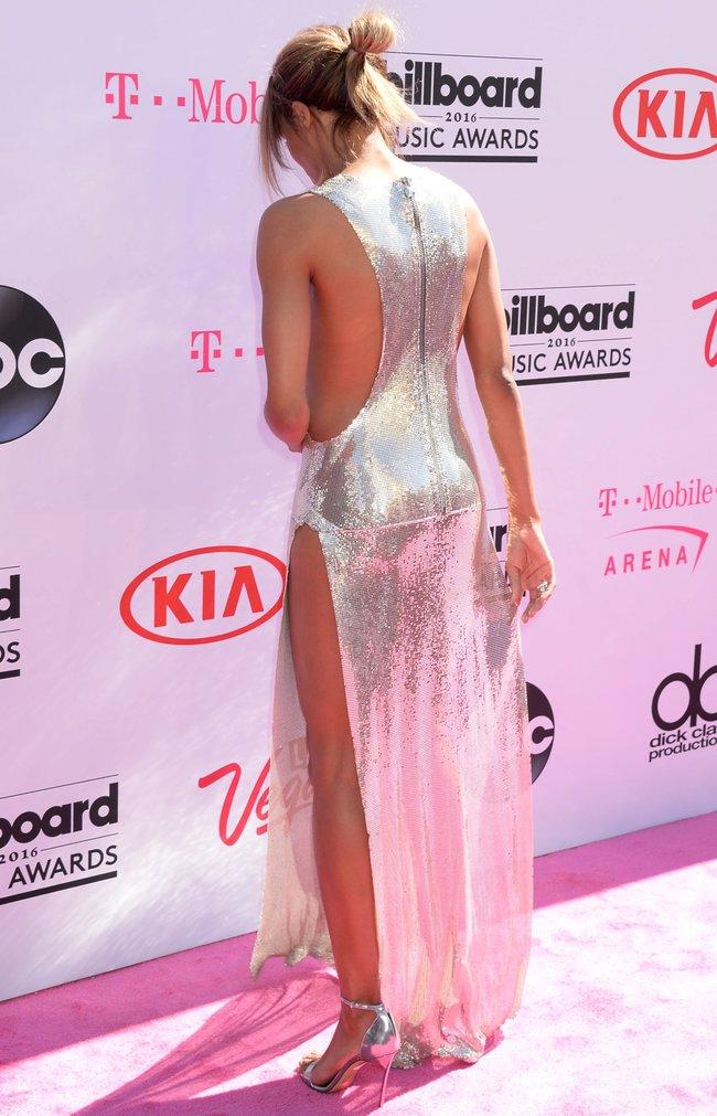 Сиара пытается выдавить улыбку, но ничего не выходит: «2016 Billboard Music Awards» в Лас-Вегасе: ciara-14_Starbeat.ru