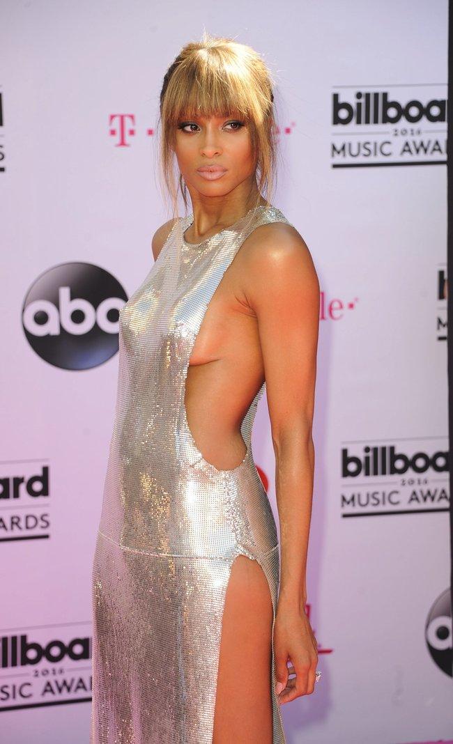 Сиара пытается выдавить улыбку, но ничего не выходит: «2016 Billboard Music Awards» в Лас-Вегасе: ciara-16_Starbeat.ru