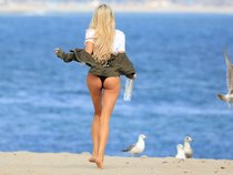 Мочим майку вместе с Дейзи Ли — реклама водички «138 Water Bikini Photoshoot» в Малибу: daisy-lea-1_Starbeat.ru