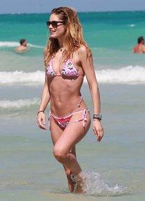 Даутцен Крус: бикини-отдых в Майами: doutzen-kroes---bikini--40_Starbeat.ru