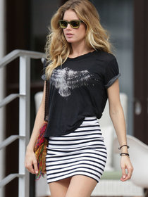 Даутцен Крус покидает свой отель: doutzen-kroes-photos-hot-in-mini-skirt-leaving-her-hotel--01_Starbeat.ru