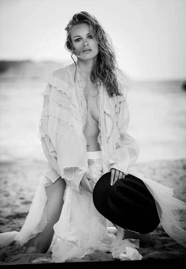 Полуобнажённая Эдита Вилкевичуте и чёрно-белые фото для «Vogue Germany» (июль 2016): edita-vilkeviciute-11_Starbeat.ru