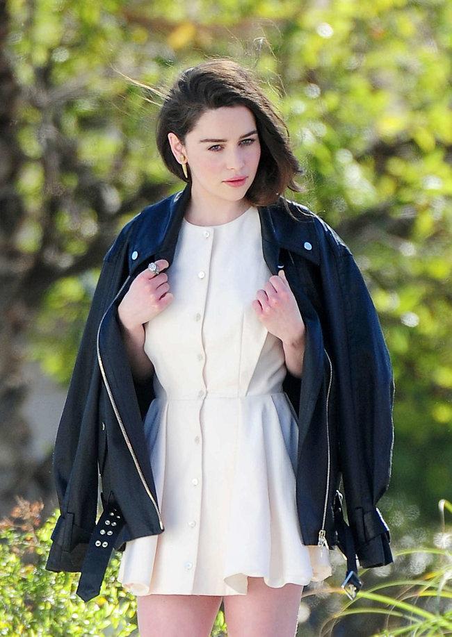 Эмилия Кларк на съемках фотосессии в Лос-Анджелесе: emilia-clarke-leggy-at-photoshoot--09_Starbeat.ru