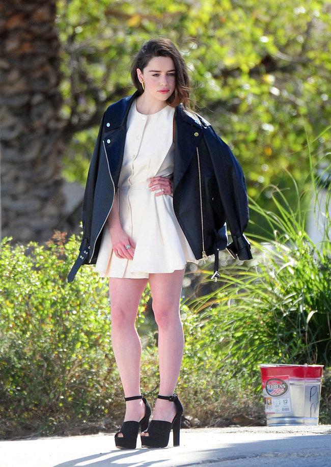 Эмилия Кларк на съемках фотосессии в Лос-Анджелесе: emilia-clarke-leggy-at-photoshoot--12_Starbeat.ru