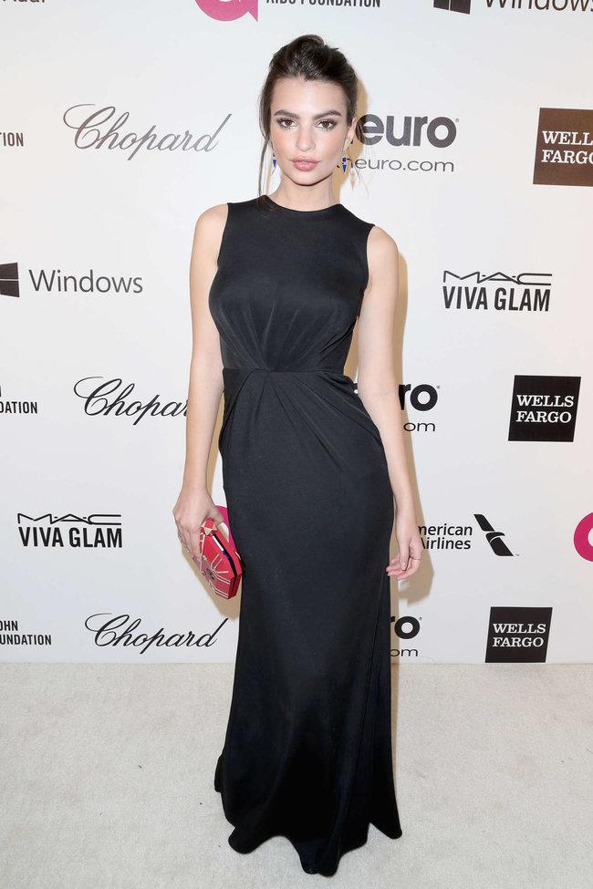 Эмили Ратажковски: «Elton John AIDS Foundation Academy Awards»: emily-ratajkowski-oscars-2014---vanity-fair-party--02_Starbeat.ru